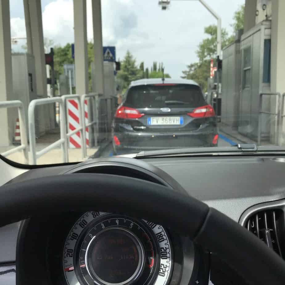 Toll lanes - driving in Italy